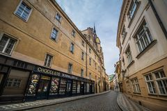 Hus Husova街在布拉格,捷克 免版税图库摄影