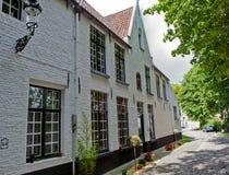 Hus i Beguinagen Bruges/Brugge, Belgien arkivfoto