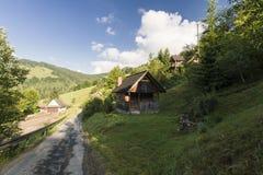 Hus i berg Arkivbilder