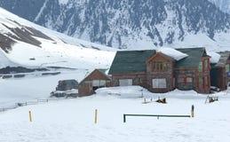 Berg som förlägga i barack i Gulmarg. Royaltyfri Foto