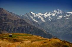 Hus i bergen ÖvreSvaneti den huvudsakliga Kavkaz kanten Ge Arkivfoton