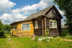 Hus i byn Royaltyfri Bild