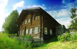 Hus i byn Royaltyfria Bilder