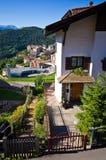 Hus i Castelrotto, Italien Royaltyfria Foton