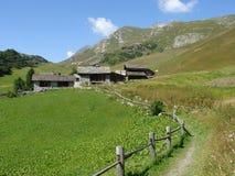 Hus i de Engadine bergen Arkivbilder