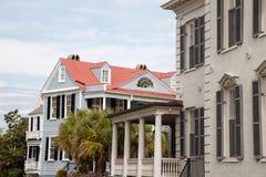 Hus i den historiska charlestonen, South Carolina arkivfoton