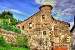 Hus i den historiska mitten av Le Puy-en-Velay Arkivfoto