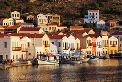 Hus i den Kastellorizo staden, ö av Kastellorizo, Grekland Arkivfoto