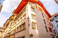 Hus i den Lucerne staden Royaltyfri Fotografi