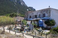 Hus i den Tavolara ön; denna ö är en av mest viktiga öar av Sardinia Italien Royaltyfria Foton