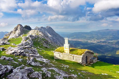 Hus i det Urkiola berget Royaltyfria Bilder