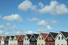 Hus i en by i Danmark Royaltyfri Foto