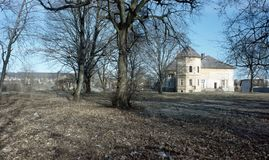 Hus i en natur royaltyfri fotografi