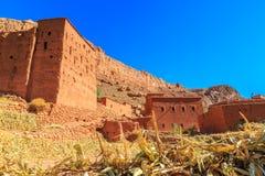 Hus i en typisk moroccan berberby Royaltyfria Foton