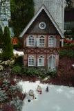 Hus i fält och snö Royaltyfria Foton