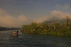 Hus i floden Drina nära Bajina Basta, västra Serbien Royaltyfri Bild
