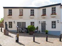 Hus i gammal stärkt stad av Woudrichem, Nederländerna Arkivbilder