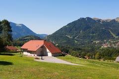 Hus i Haute Savoie Royaltyfri Foto