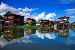 Hus i Inle sjön, Myanmar Royaltyfria Bilder