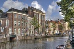 Hus i Leiden, Holland Royaltyfria Bilder