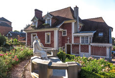 Hus i Lisieux, var hon bodde St Therese av barnet Jesu Royaltyfri Foto
