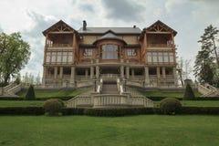 Hus i Mezhigorye Arkivfoto