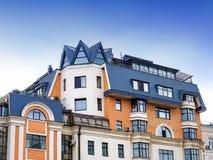 Hus i mitten av Moskva Arkivbild