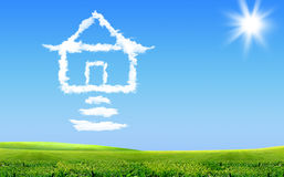 Hus i moln Arkivfoton