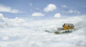 Hus i molnen Fotografering för Bildbyråer