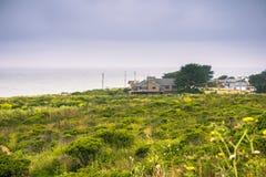 Hus i Moss Beach Arkivfoton