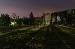Hus i skogen arkivbilder