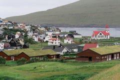 Hus i Sorvagur på den Vagar ön på Faroeen Island royaltyfri bild
