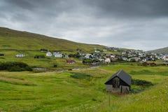 Hus i Sorvagur på den Vagar ön på Faroeen Island royaltyfria foton