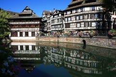 Hus i Strasbourg liten och nätt Frankrike royaltyfria bilder