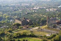 Hus i Tivoli i den Italien sikten från este för villa D ' arkivbilder