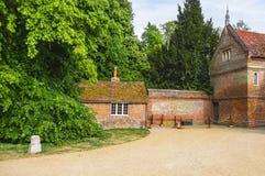 Hus i trädgård av det Audley sluthuset i Essex Arkivbild