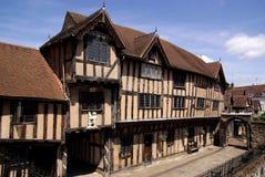 Hus i Tudor stil, England Arkivbild