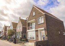 Hus i Volendam, Nederländerna Royaltyfri Bild