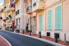 Hus längs gatan i Monaco-Ville, Monaco Royaltyfri Fotografi