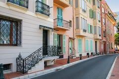 Hus längs gatan i Monaco-Ville, Monaco Arkivbilder