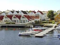 hus little flod Royaltyfri Bild