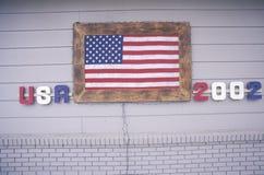 Hus med amerikanska flaggan, Park City, Utah, vinterOS:er, 2002 Royaltyfri Bild