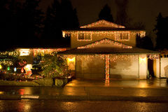 Hus med att tända för jul arkivbilder