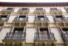 Hus med balkonger fotografering för bildbyråer