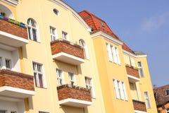 Hus med balkonger Royaltyfria Bilder