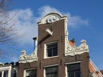 Hus med den blåa elefanten med blå himmel royaltyfri fotografi