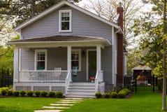 Hus med en lyftt farstubro fotografering för bildbyråer