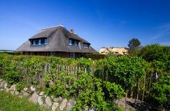 Hus med ett halmtäckt tak! Royaltyfri Fotografi