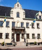 Hus med flaggor i Sverige Arkivfoton
