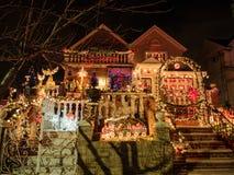 Hus med julljus, Dyker höjder, New York Royaltyfria Foton